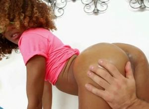 Damsel ebonmy  with flawless backside..